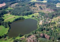 Rybník Velký ostrý apřilehlé rekreační objekty